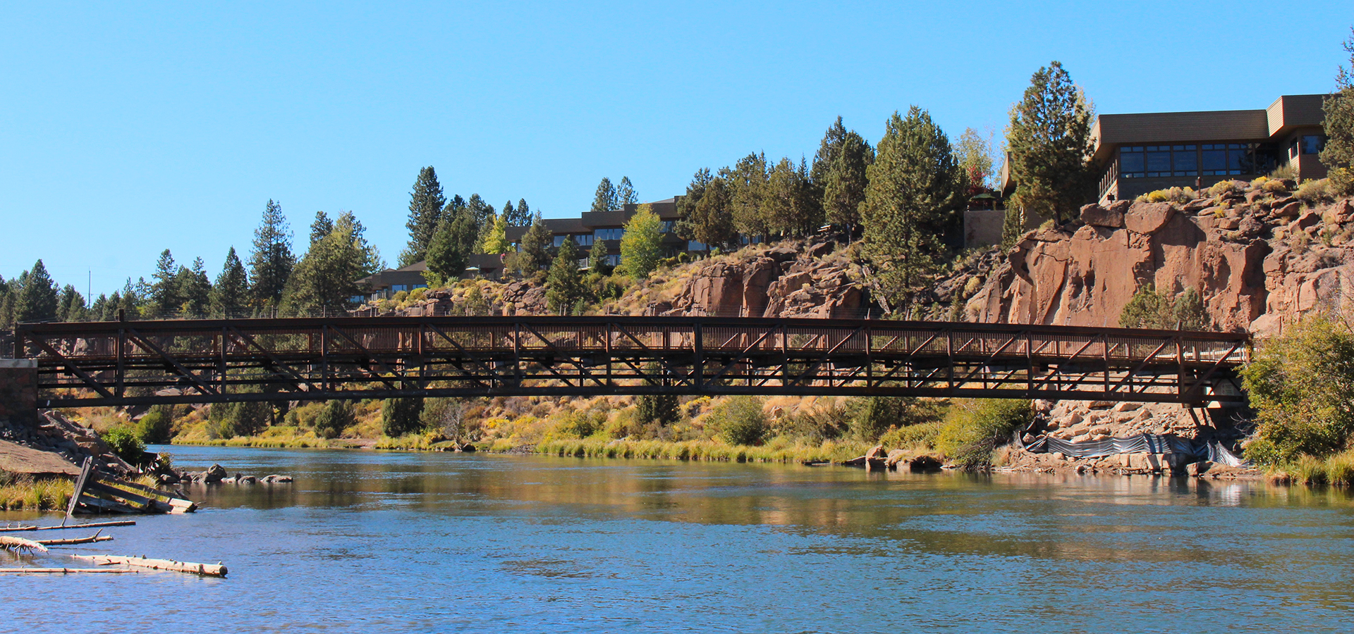 Image of the Farewell Bend Bridge over the Deschutes River.