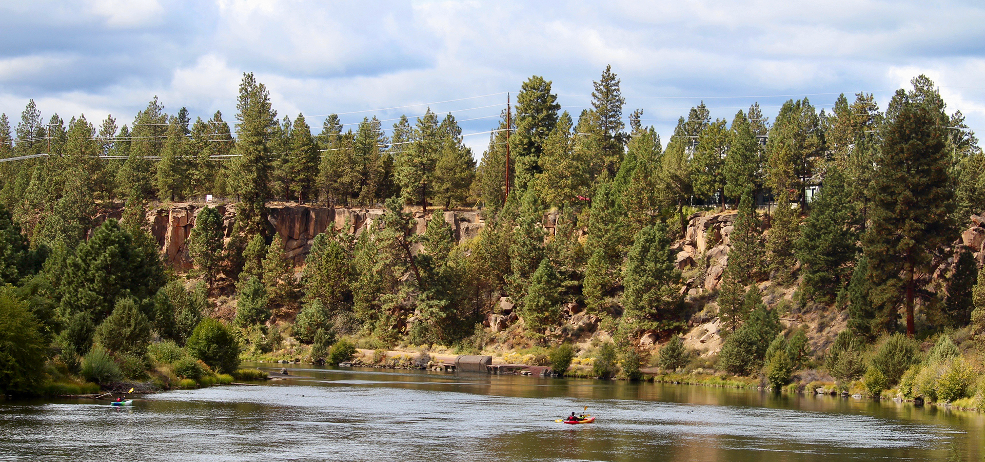 Image of kayakers in the Deschutes River along Farewell Bend Park and the Deschutes River Trail.