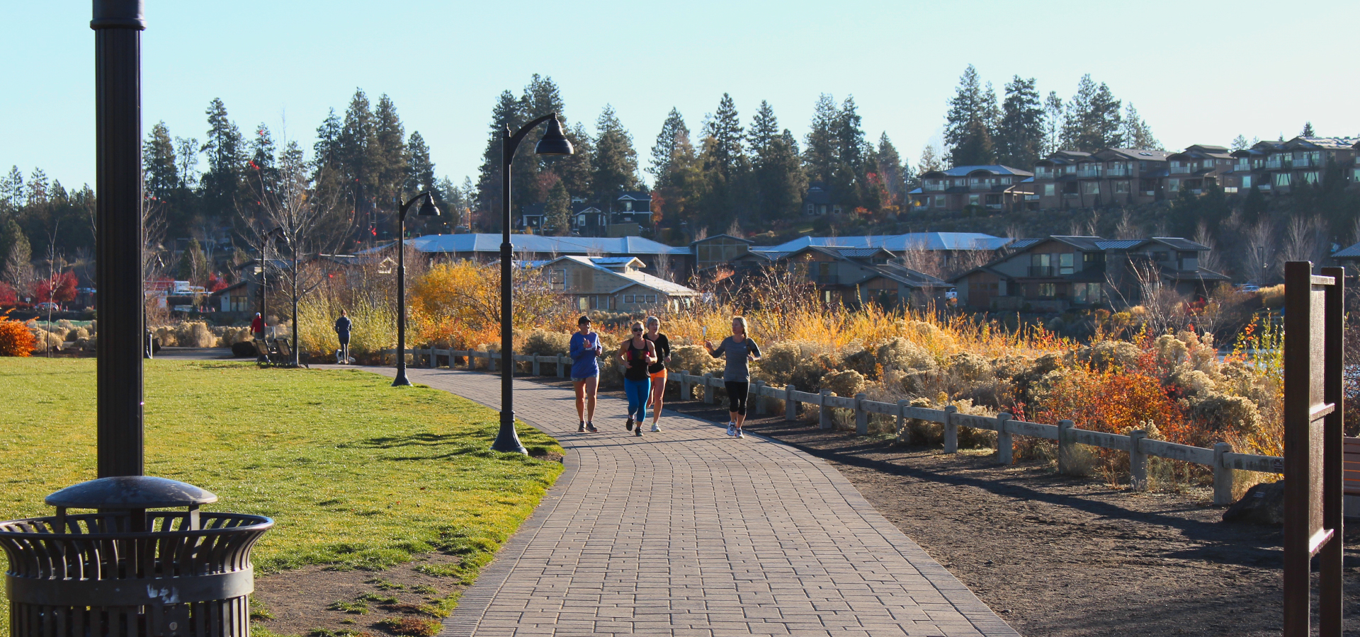 Image of the Deschutes River Trail running through Riverbend Park.
