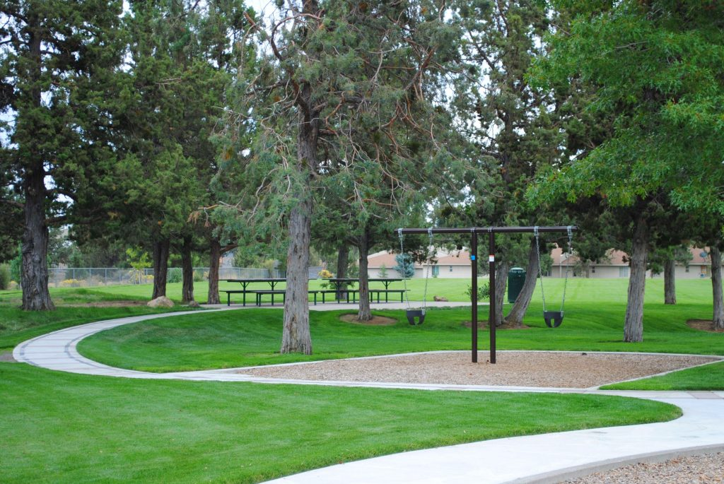 Kiwanis park picnic shelter bend park and recreation district for Juniper swim and fitness pool schedule