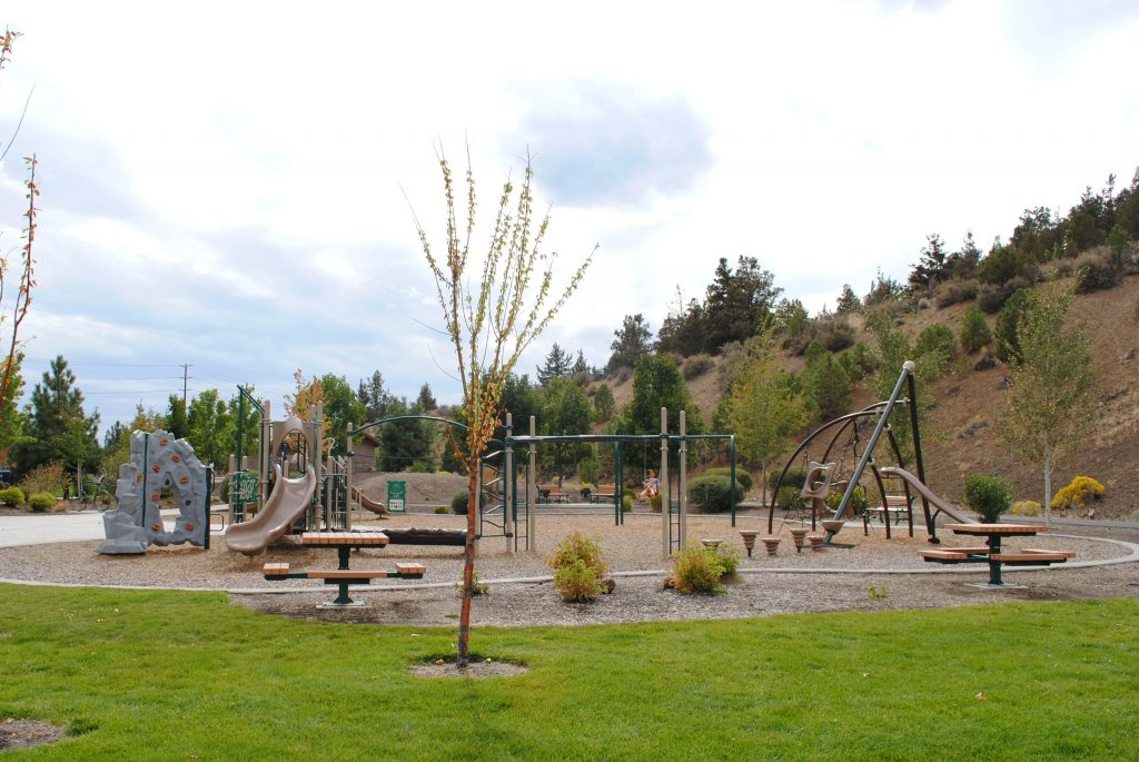 Pilot butte neighborhood park bend park and recreation district for Juniper swim and fitness pool schedule