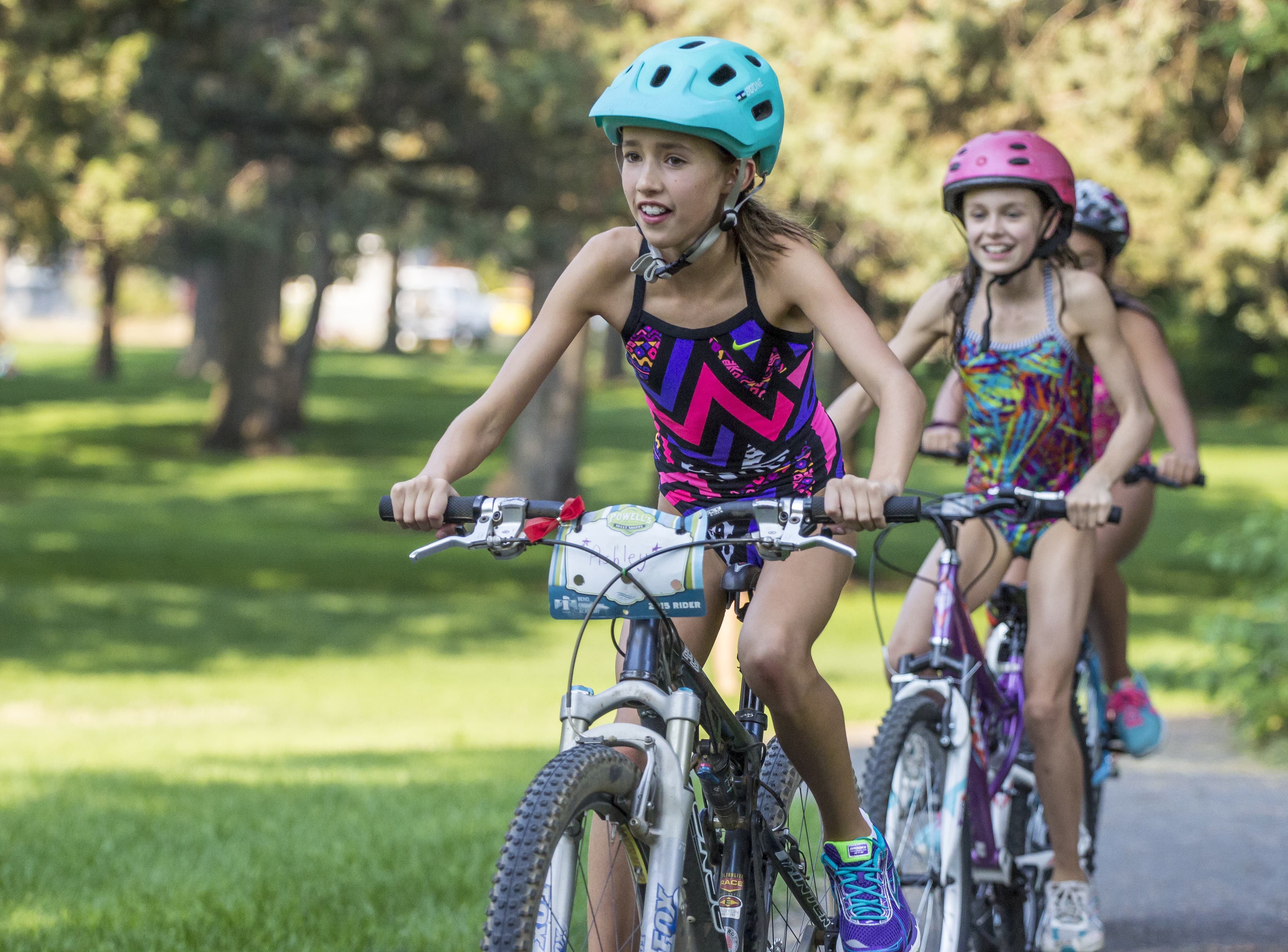kids-triathlon-girls-min