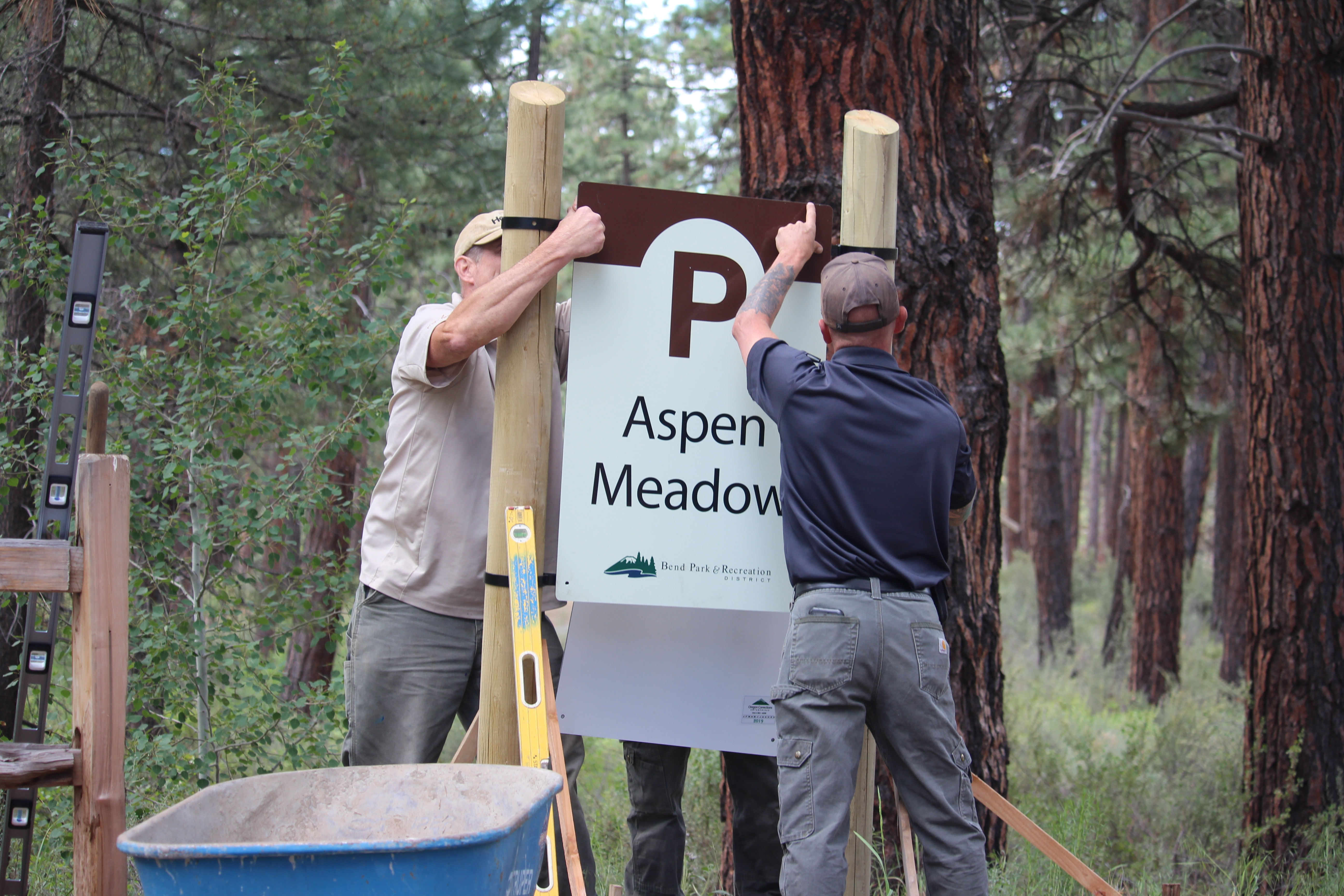 Image of a new sign being installed at Shevlin Park for the new sign package for Bend Park and Recreation District.