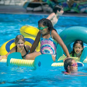 Image of children playing at Family Recreation Swim at Juniper Swim and FItness in Bend.