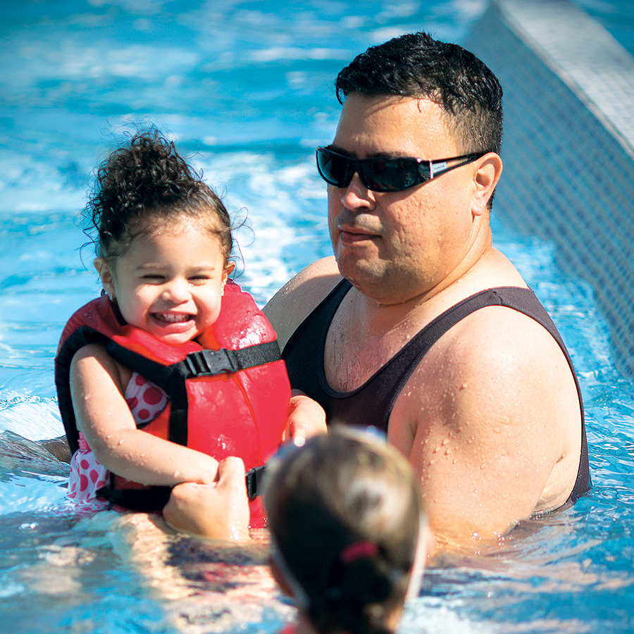 Image of a family at Family Recreation Swim in Bend Oregon.