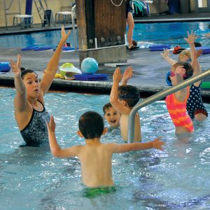 Image of young children in a swim class at Juniper Swim and Fitness Center, located in Central Oregon.