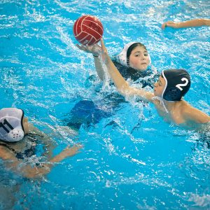 Image of kids playing water polo at Juniper Swim and FItness Center in Bend Oregon