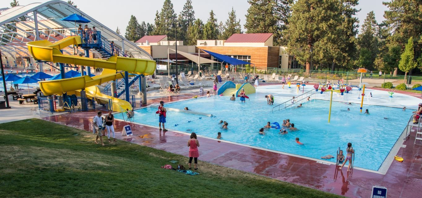 Image of the Summer Outdoor Activity Pool and Splash Pad at Juniper Swim and Fitness Center.