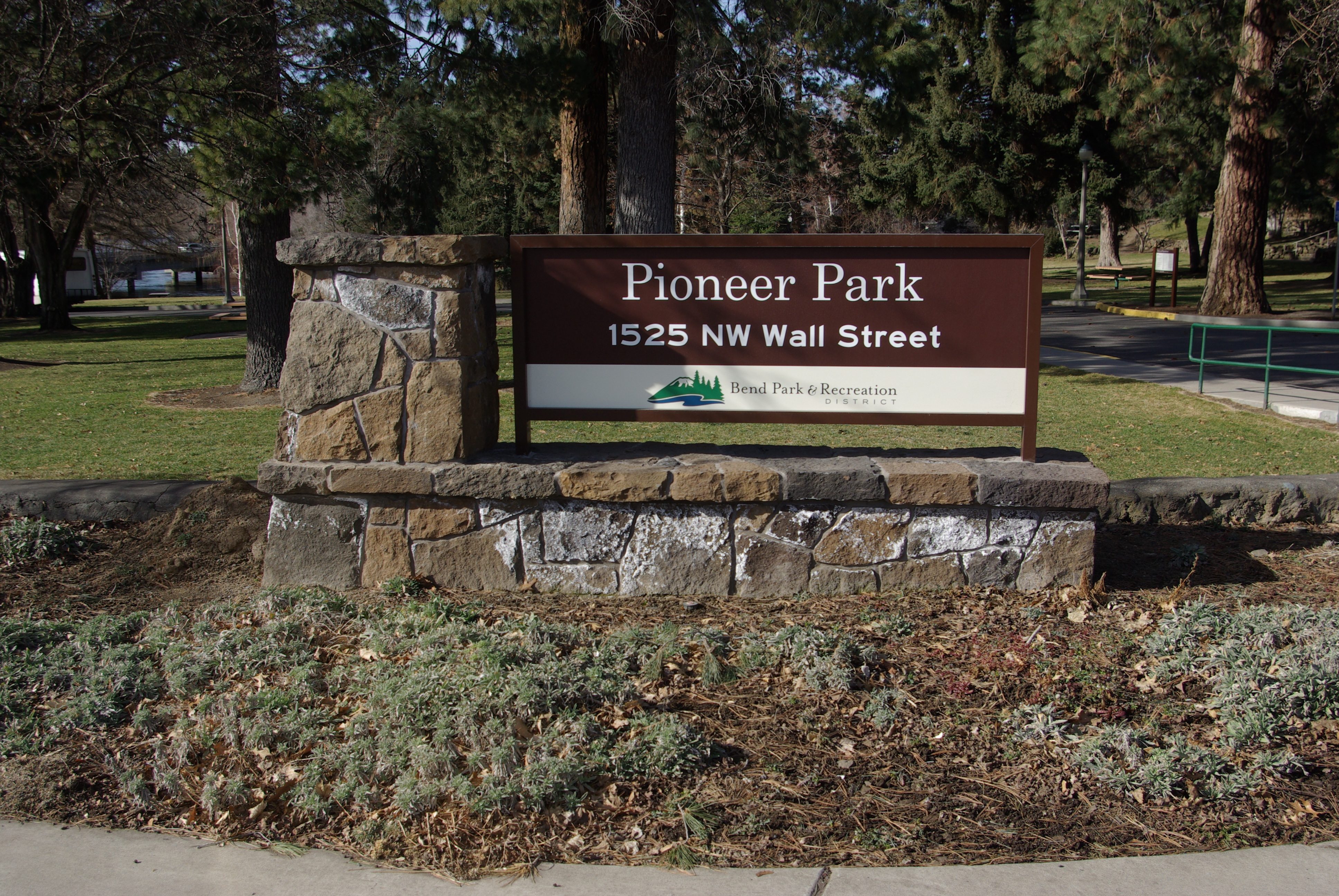 Image of Pioneer Park entrance.
